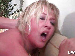 MILF برهنه آلت تناسلی مرد را می مکد و در دهان خود را جمع می کند سکس جدید برازرس
