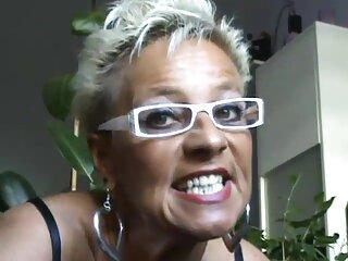 یک دانلود فیلم سکسی از سایت برازرس شوالیه با کیسه ای روی سرش ، یک اشعا با لباس قرمز در فاق است.