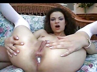 دختر زیبا و خالکوبی لباس های خود را می شوید و با یک پسر سایت سکسی برازرس رابطه جنسی برقرار می کند