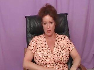 یک زن بی خبر در ساحل لباس عوض سکس برازرس می کند