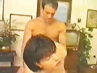 آبنوس خوش سکس برزرس تیپ رئیس مو بور خود را بسیار جذاب