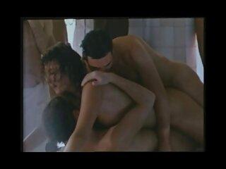 عاشق موهایش را به لگن مادر شبکه سکسی برازرس بزرگ جوراب ساق بلند در هتل می زند