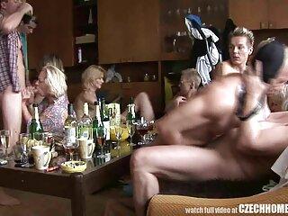 یکی از دوستانشان آلت تناسلی را در بیدمشک یک دختر بزرگ در حمام قرار می فیلم های سکسی سایت برازرس دهد