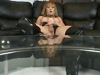 یک عاشق یک زن بالغ را در لابه لای یک هتل پوند می کند فیلم های سکسی برازرس