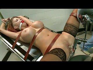 شخص در موقعیت های انعطاف پذیر جوجه ورزشی خود را در دهان و سوراخ مقعدی ضرب می سکس برازرس کند