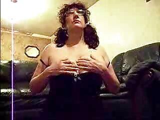 فاحشه عوضی دانلود فیلمهای سکسی برازرس با عینک در سوراخ دهان از طریق blowjob