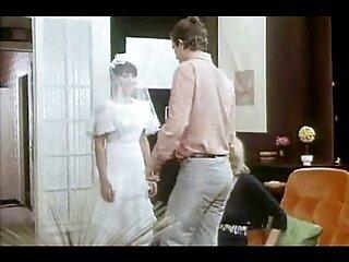 اپراتور به شیردوشی سایت برازرس سکس های بزرگ یک زن آمریکایی با شلوار جین نگاه می کند و او را از گلو پایین می اندازد.