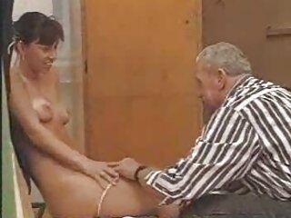 داماد یک مسی خوب داد و او روی نوک فیلم سکسی از برازرس سینه ها را تکان داد
