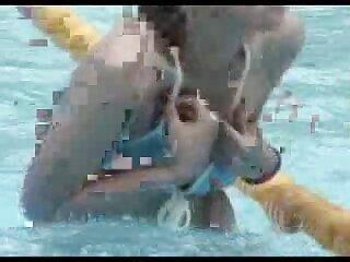MILF با دانلود فیلم سکسی از برازرس موهای کوتاه یک مرد جوان را می مکد و مک می کند