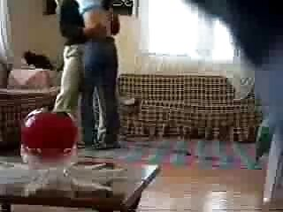 ماساژ از blowjob و کشیدن یک مشتری جفت بزرگ دیک با یک ماسوره مادر برازرس مو