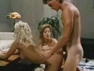 جوجه ای که دوشش های بزرگ دارد رئیسش را راضی می سایت سکسی برازرس کند که او را اخراج نکند و با لگن به او داده می شود.