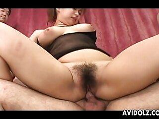 همسر با سوتین بنفش همسر را در شب با جدیدترین سکس های برازرس سینه بند می مکد و به گربه سواری می دهد