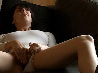 لیدی در کابین دوش می گیرد و نان های بزرگ و گربه سکس از برازرس را برمی گرداند
