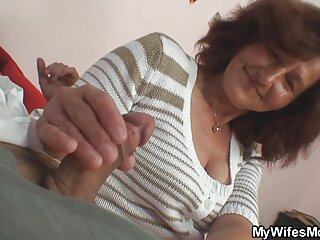 Plumper دو پسر را با استفاده از MFM فیلمهای سکسی برازرس با جوانان بزرگ اغوا می کند