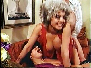 دوست دختر بیدمشک با شورت آبی سینه خود را خرد می سکس برازرس کند