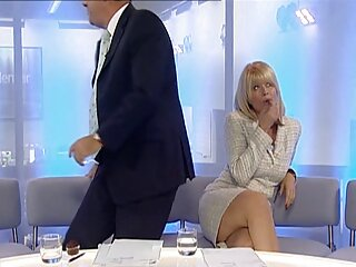 تهیه کننده یک دختر مو قرمز با الاغ بزرگ با انگشتان و آلت تناسلی دانلود سکس از برازرس مرد
