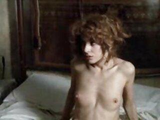 یک زن سیاه پوست باریک بدن یک حلزون حلق را از حلق سایت های سکسی برازرس خود می بلعد و جای گربه را می گیرد
