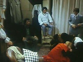 بلوند روسی دامن با یک آقا روی سکس خارجی برازرس کاناپه مکیده و سرخ می کند