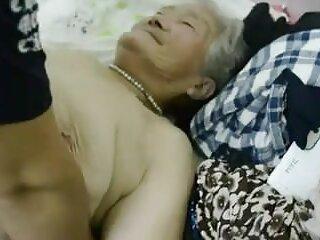 زیبایی دانلود فیلم سکسی از برازرس ورونیکا گربه خود را بر روی یک عثمانی استمنا می کند